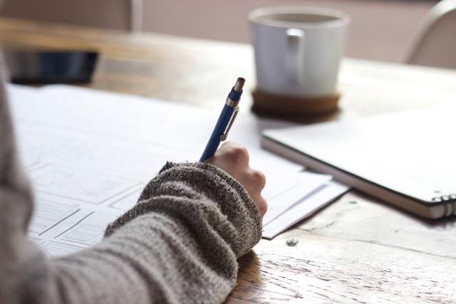 pisanie przy biurku