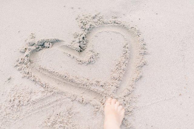 szukanie sensu zycia jako formy na piasku